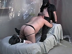 Fat dude on his knees and giving a blowjob