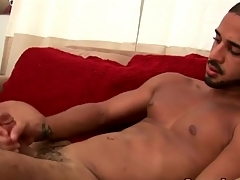 Solo hottie cums with regard to than his weight bench
