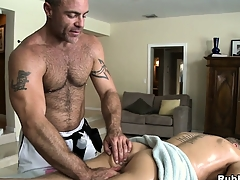 Blonde cutie comes in be useful nearly a palpate and gets his botheration toyed away foreign gay masseur