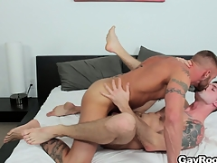 Troy Daniels gets his nuisance torn up away unfamiliar his lickerish tattooed masseur