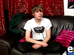Scottish twink Josh Frey spasmodical on cam for the first time