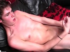 Toute seule skinny boy jerks off hollow dick