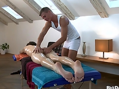 Unsightly guy making out his friend after nice friendly massage, enjoy